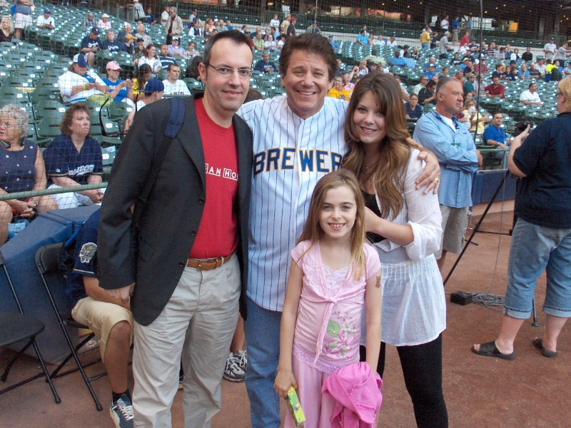 Happy Days: il presidente del fan club, Giuseppe Ganelli, con Anson Williams e le figlie a Milwakee nel 2008