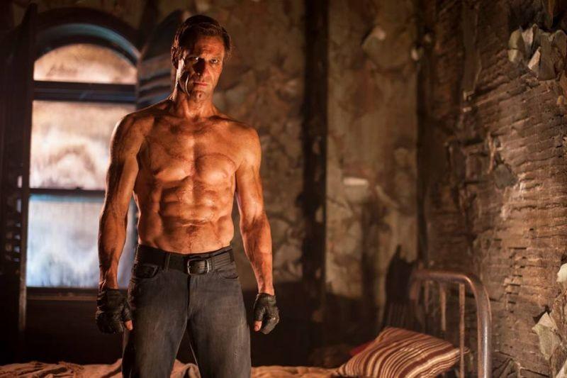 I, Frankenstein: Aaron Eckhart nei panni di Adam Frankenstein in una scena