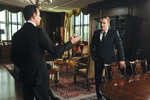 The Good Wife: Josh Charles e Chris Noth in una scena dell'episodio We, the Juries