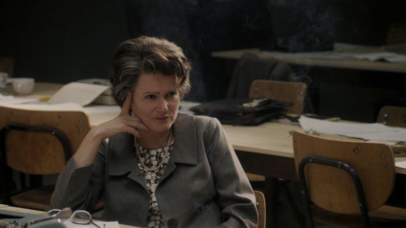 Barbara Sukowa nei panni di Hannah Arendt in una scena del film