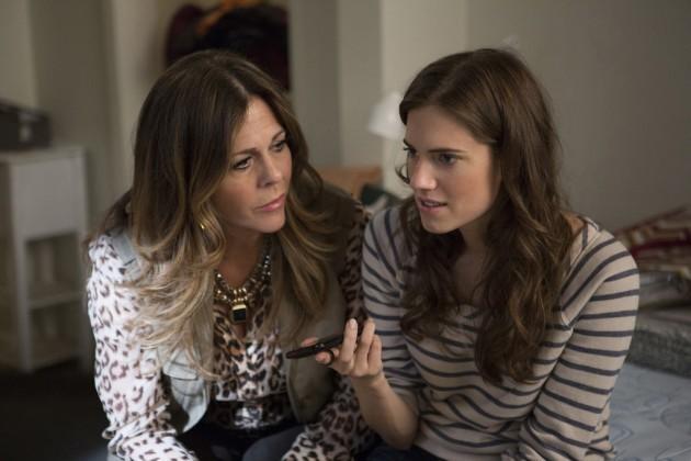 Girls: Rita Wilson e Allison Williams nell'episodio Females Only