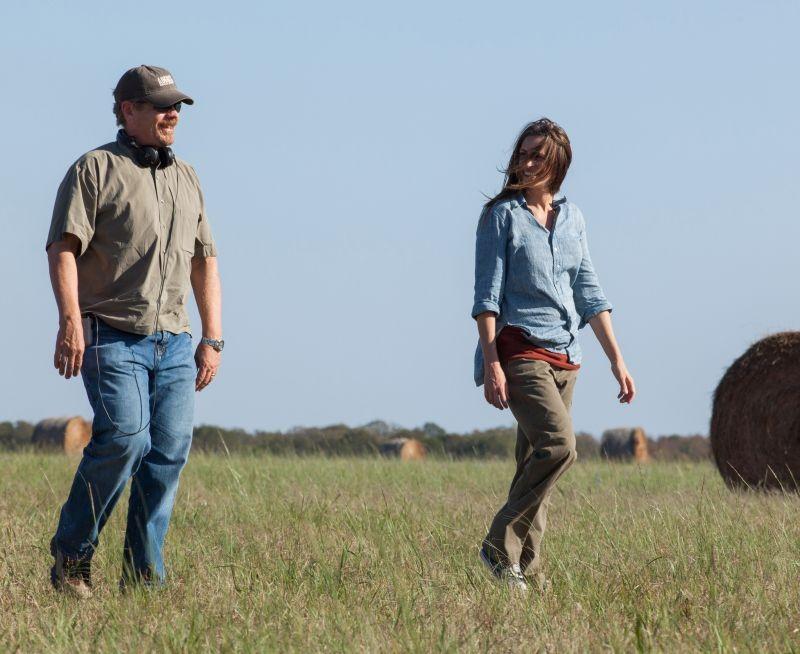 I segreti di Osage County: il regista John Wells con Julia Roberts sul set