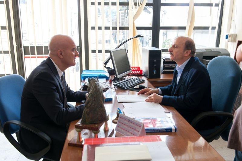 La gente che sta bene: Claudio Bisio con Carlo Buccirosso in una scena del film