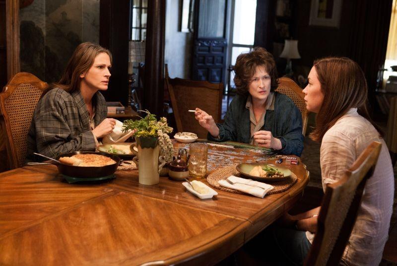 Meryl Streep in una scena de I segreti di Osage County con Julia Roberts e Julianne Nicholson