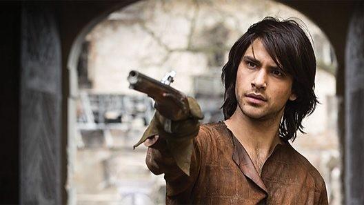 The Musketeers: Luke Pasqualino in un'immagine del primo episodio della serie
