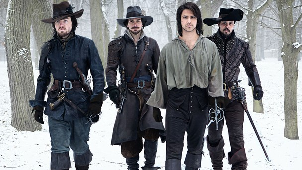 The Musketeers: Luke Pasqualino, Tom Burke, Santiago Cabrera e Howard Charles in un'immagine del primo episodio della serie