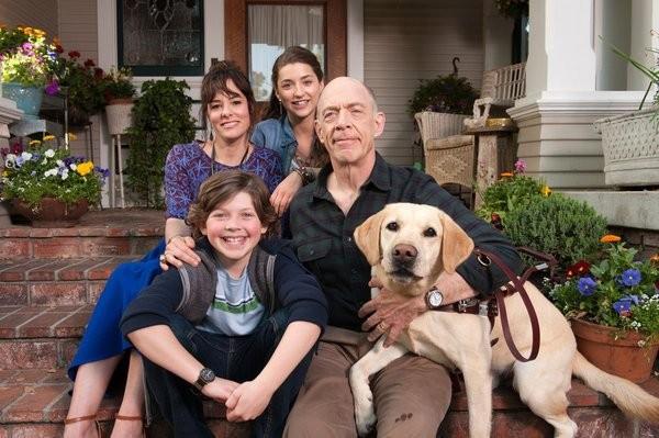 Growing Up Fisher: Parker Posey, J.K. Simmons, Eli Baker ed Ava Deluca-Verley in una foto promozionale della serie