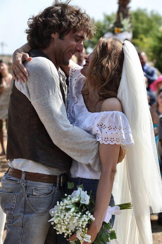 Una donna per amica: Laetitia Casta convola a nozze con Adriano Giannini in una scena del film