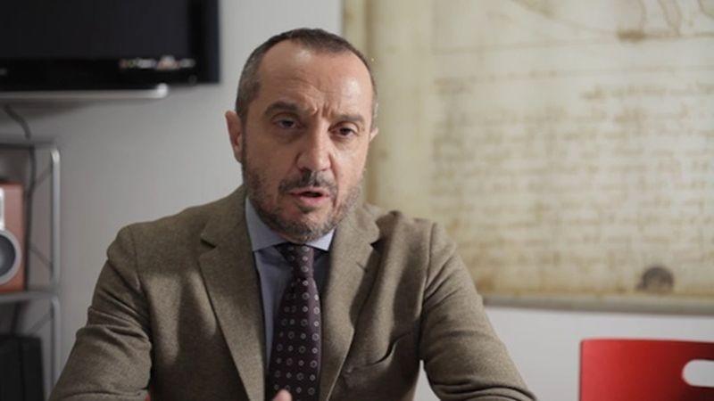 Solving: il giornalista Franco Di Mare in una scena del documentario di Giovanni Mazzitelli