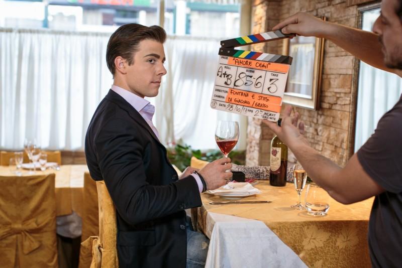 Amore oggi: un'immagine dal set dell'episodio Narciso