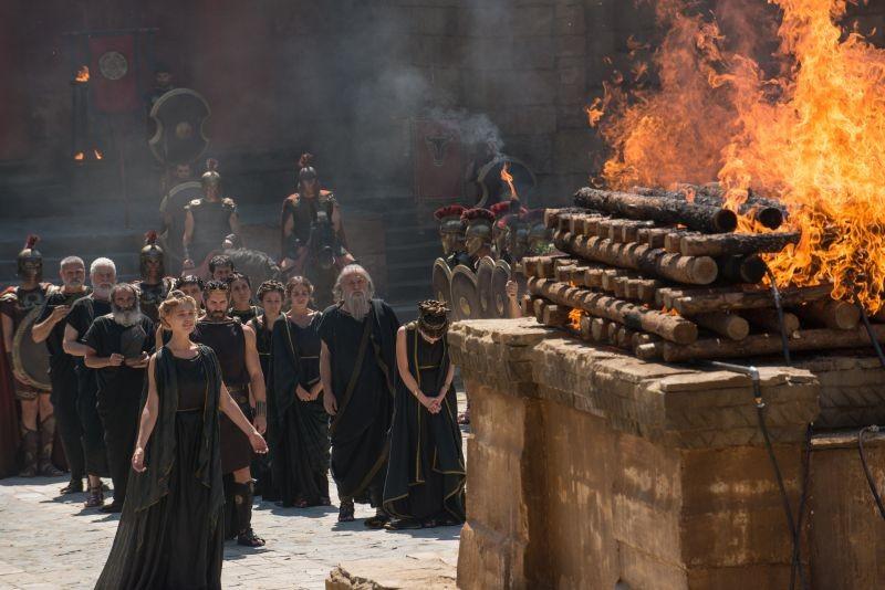 Hercules: La leggenda ha inizio, Gaia Weiss nei panni di Ebe in una scena luttuosa del film