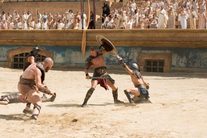 Hercules: La leggenda ha inizio, Kellan Lutz combatte contro il nemico in una scena del film
