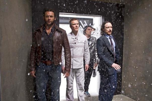 X-Men: Giorni di un futuro passato - Michael Fassbender, Hugh Jackman, Evan Peters e James McAvoy in una suggestiva sequenza