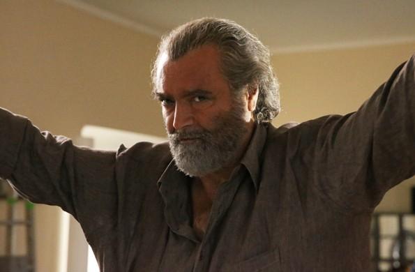 L'assalto: Diego Abatantuono in una scena della fiction