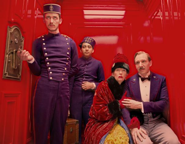 The Grand Budapest Hotel: Paul Schlase, Toni Revolori, Tilda Swinton e Ralph Fiennes in ascensore