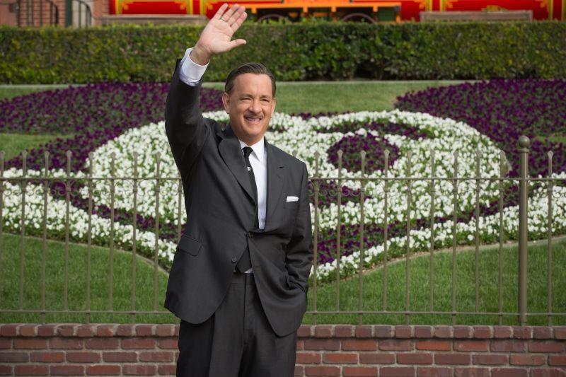 Saving Mr. Banks: Tom Hanks nel ruolo di Walt Disney in una scena del film