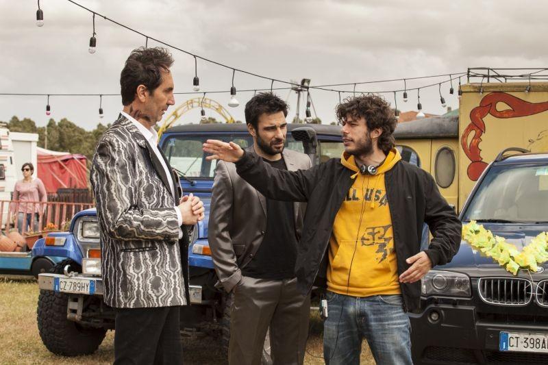 Smetto quando voglio: Paolo Calabresi ed Edoardo Leo sul set con il regista Sydney Sibilia
