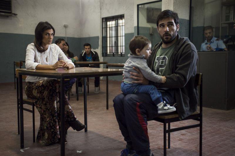 Smetto quando voglio: Valeria Solarino e Edoardo Leo in una scena del film