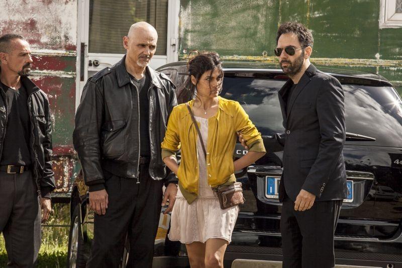 Smetto quando voglio: Valeria Solarino in una scena del film con Neri Marcorè