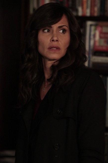 The Following: Valerie Cruz nell'episodio For Joe