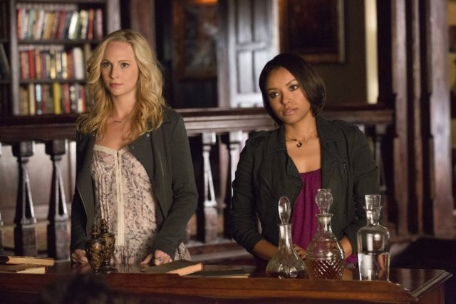 The Vampire Diaries: Kat Graham, Candice Accola nell'episodio 500 Years of Solitude