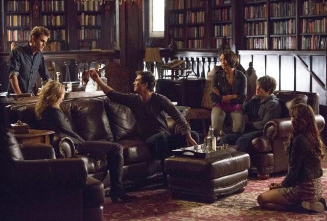 The Vampire Diaries: Kat Graham, Ian Somerhalder, Paul Wesley, Candice Accola, Nina Dobrev nell'episodio 500 Years of Solitude