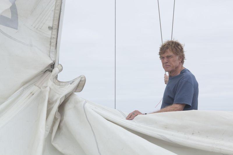 All Is Lost: Robert Redford si prepara per l'arrivo di una nuova tempesta in una scena del film