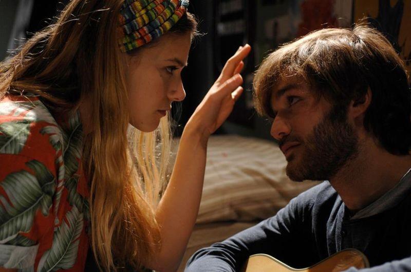 Sotto una buona stella: Tea Falco e Lorenzo Richelmy in un momento del film