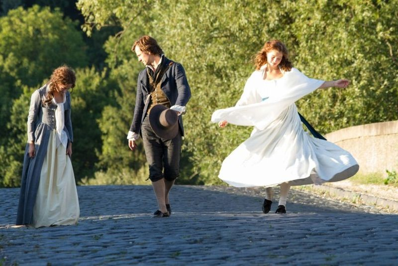 Beloved sisters: Florian Stetter in una scena con Henriette Confurius e Hannah Herzsprung