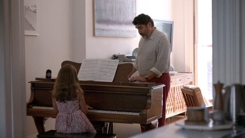 Love is strange: Alfred Molina in una scena