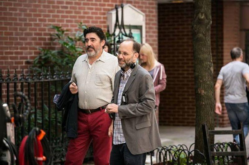 Love is strange: Alfred Molina sul set con il regista Ira Sachs
