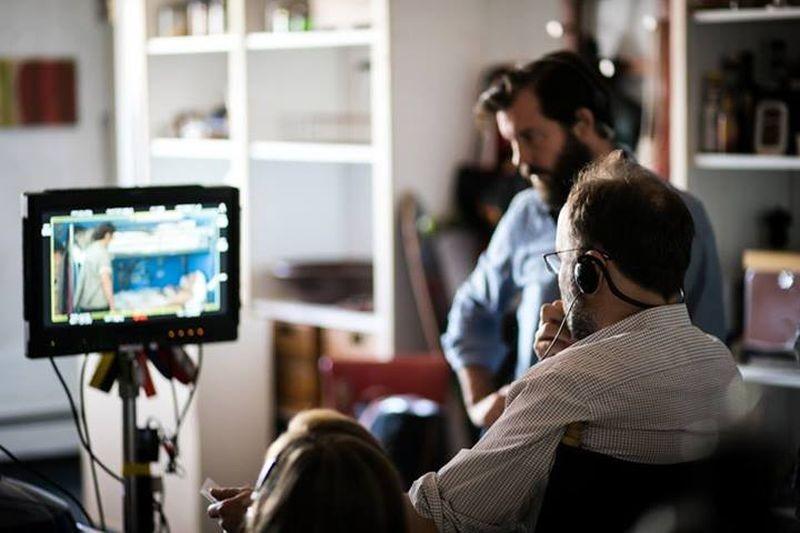 Love is strange: il regista Ira Sachs, di spalle, in una foto dal set