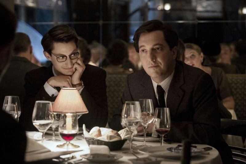 Yves Saint Laurent: Pierre Niney con Guillaume Gallienne in una scena del biopic