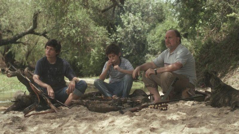 The third side of the river: Daniel Veronese insieme ad Alián Devetac e Dylan Agostini Vandenbosch in una scena