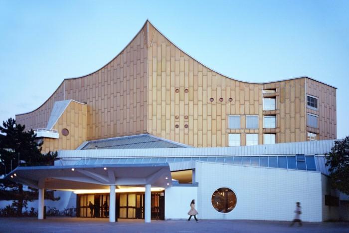 Cathedrals of Culture: una scena del documentario collettivo
