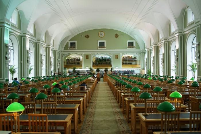 Cathedrals of Culture: una scena del film