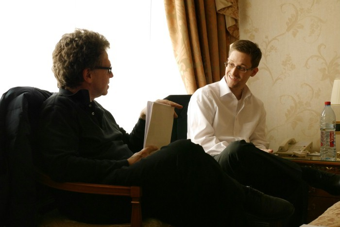 Edward Snowden - Das Interview: Hubert Seipel intervista Edward Snowden in una scena del documentario