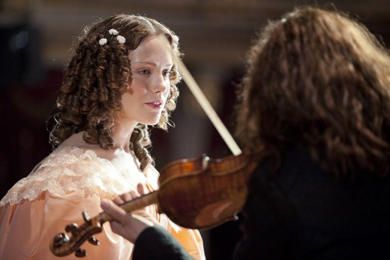 Il violinista del diavolo: David Garrett con Andrea Deck in una scena del film