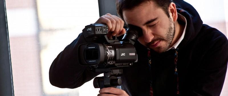 Ancora cinque minuti: il regista Lucio Laugelli con la sua macchina da presa