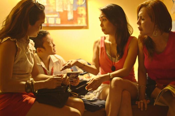 Quick Change: Mimi Juareza, Miggs Cuaderno, Mikee Legaspi e Natashi Yumi in una scena del film
