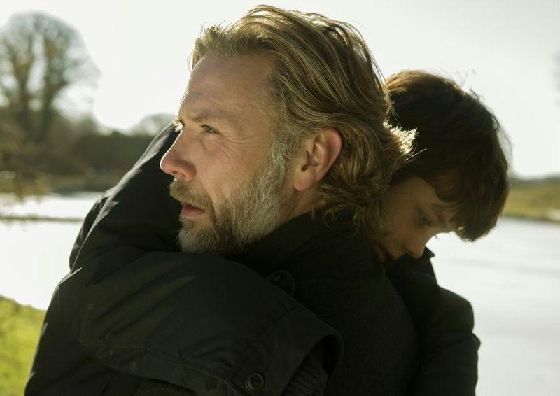 Someone You Love: Mikael Persbrandt con il piccolo Sofus Rønnov in una tenera scena