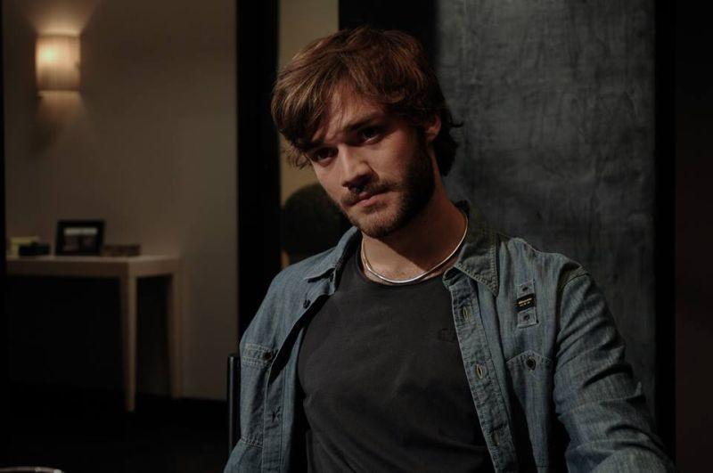Sotto una buona stella: Lorenzo Richelmy in una scena del film