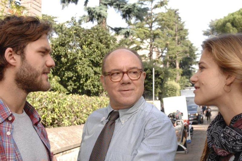 Sotto una buona stella: Tea Falco e Lorenzo Richelmy sul set del film con 'papà' Carlo Verdone