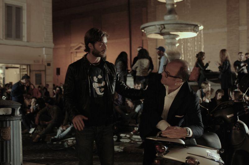 Sotto una buona stella: Carlo Verdone e Lorenzo Richelmy in una scena del film
