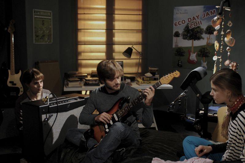Sotto una buona stella: Tea Falco con Paola Cortellesi e Lorenzo Richelmy in un momento del film