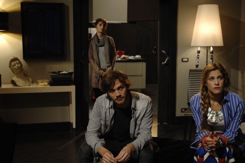 Sotto una buona stella: Tea Falco con Paola Cortellesi e Lorenzo Richelmy in una scena
