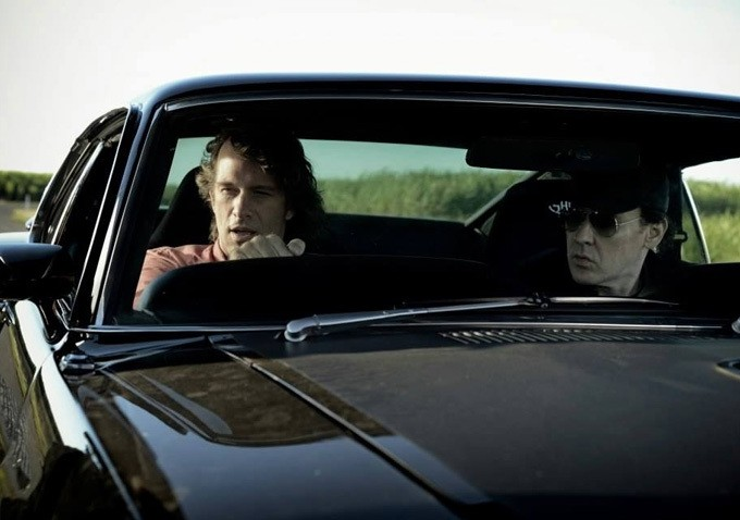 Drive Hard: John Cusack e Thomas Jane in macchina