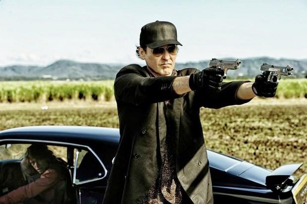 Drive Hard: John Cusack sfodera le pistole sotto lo sguardo di Thomas Jane