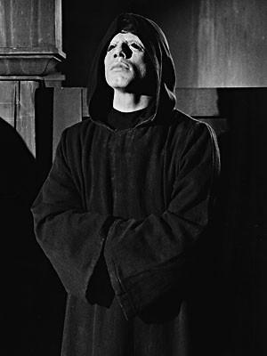 John Travolta nell'horror Il Maligno del 1975.