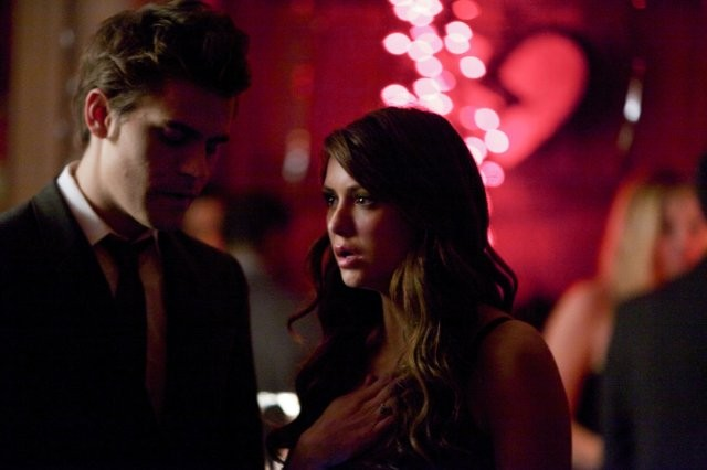 The Vampire Diaries: Paul Wesley e Nina Dobrev in una scena dell'episodio Total Eclipse of the Heart